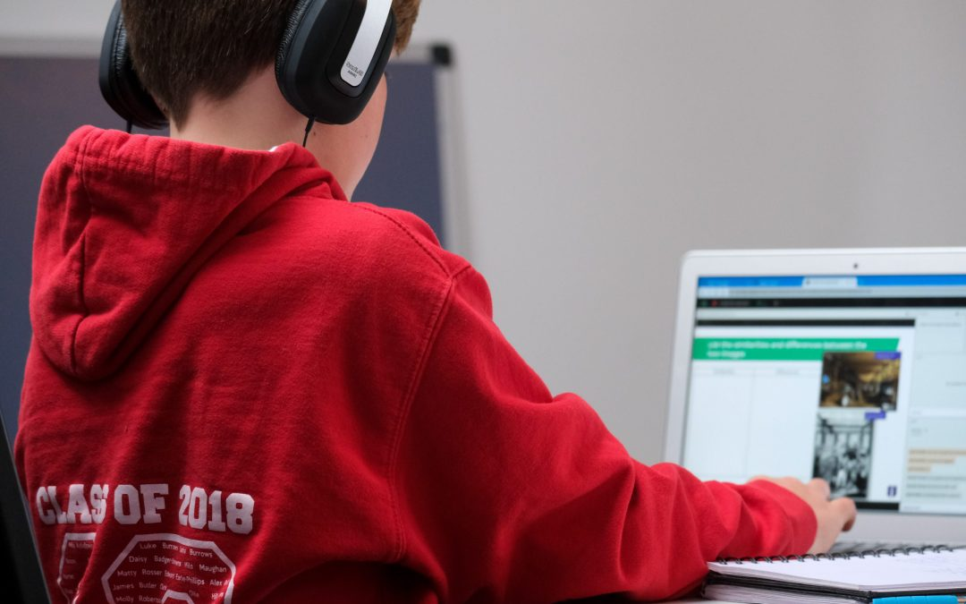 How Parents Can Help Children with Effective Online Learning